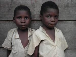 Curious boys (Kalonge)