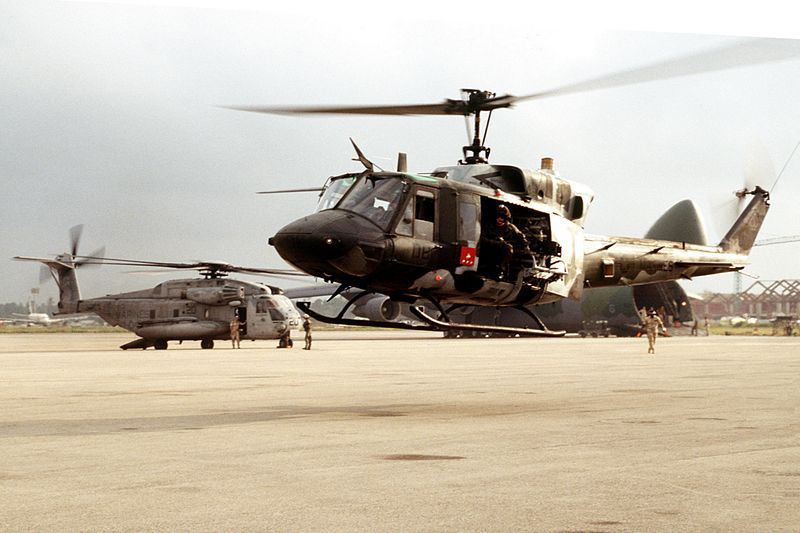 1995 02 01 800px-UH-1N_US_Marines_in_Mombasa_1995